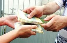 A luat țeapă. Tânără înșelată de escroci, în apropierea unei case de schimb valutar din Botoșani