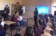 """Prevenirea traficului de persoane și droguri în rândul elevilor de la Școala Gimnazială """"Alexandru Ioan Cuza"""" Dorohoi - FOTO"""