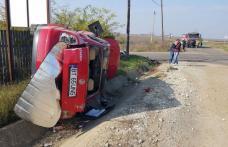Accident grav! Mașină care nu a oprit la STOP răsturnată pe marginea drumului. Patru victime la Urgență - FOTO