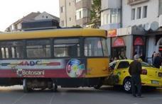 Mașină lovită de tramvai în Botoșani. Trafic blocat pe Calea Națională