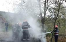 Mașină cuprinsă de flăcări la Roma! Pompierii au intervenit pentru stingerea incendiu - FOTO