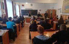 """1550 de elevi din județul Botoșani au discutat cu jandarmii în cadrul campaniei """"Școli în siguranță"""""""