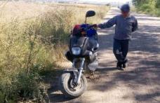 Depistat în trafic fără permis şi cu scuterul neînregistrat