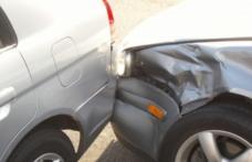 Mașină parcată pe Bulevardul Victoriei din Dorohoi, avariată de un șofer în stare de ebrietate