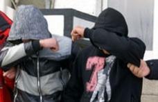 Arest la domiciliu pentru doi minori din Dorohoi cercetaţi pentru infracţiuni de furt şi tâlhărie