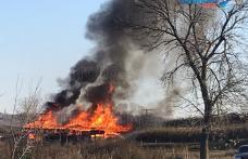 Incendiu puternic la Cobâla! Pompierii dorohoieni au intervenit pentru stingere - FOTO