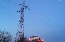Un nou protest la înălțime în Botoșani! Un tânăr s-a urcat pe un stâlp de înaltă tensiune