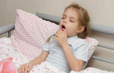 """Tusea la copii. Sfatul pediatrului: """"Nu este întotdeauna o idee bună să o oprim cu medicamente!"""""""
