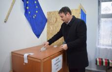 Prefectul judeţului Botoşani, Dan Șlincu, a votat pe listele suplimentare la secţia din Gorovei - FOTO