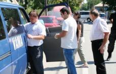 Vameşul de la Stânca, acuzat că făcea contrabandă cu maşina instituţiei, a fost pus în libertate