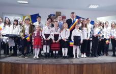 """Program artistic la Școala Gimnazială """"Mihail Sadoveanu"""" din Dumbrăvița, de Ziua Națională a României - FOTO"""