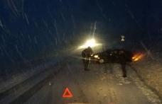 Prima zăpadă face victime. Un autoturism a derapat și a intrat într-o autoutitilitară - FOTO