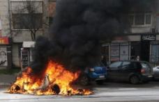 Mașină făcută scrum pe o stradă din Botoșani