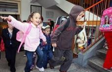 Elevii din clasele primare şi preşcolarii intră astăzi în vacanţă