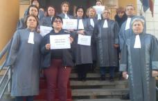 Protest spontan la Judecătoria Dorohoi. Grefierii au oprit astăzi lucrul