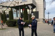 """Poliţiștii din Dorohoi desfăşoară campania preventivă """"Hoţii îţi invadează intimitatea"""" - FOTO"""