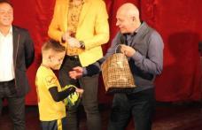 Copiii clubului ACS Juniorul Dorohoi premiați de Moș Crăciun la Sala Teatrului din Dorohoi - FOTO
