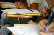 Culmea educaţiei: A picat de patru ori bacul, dar predă fizică în locul directoarei