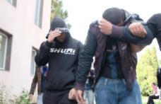 Doi adolescenți cercetați pentru furtul mai multor cartele telefonice