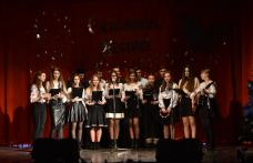 """Crăciun la Liceul """"Regina Maria"""" Dorohoi! Atmosfera de sărbătoare e în sufletul tinerilor - FOTO"""