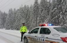 ATENȚIE! Circulaţie în condiţii de iarnă în judeţul Botoşani. Trei accidente produse pe fondul unui carosabil acoperit cu zăpadă