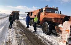 Un drum județean, blocat de zăpadă, a fost deschis circulației - FOTO