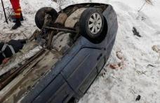 Tânără din Dorohoi ajunsă la spital după ce s-a răsturnat cu mașina