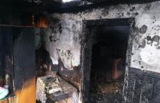 Incendiu în ajun de an nou! Casă cuprinsă de flăcări din cauza unui jar căzut din sobă - FOTO