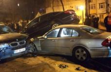 Accident ca în filme : Patru mașini avariate și doi tineri reținuți
