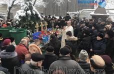 Sute de credincioși din Dorohoi au primit agheasma mare de Bobotează - FOTO