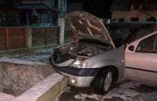Un botoșănean a ajuns la spital după ce a intrat cu mașina într-un pod din beton