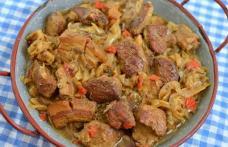 Mâncare de varză acră cu carne de porc