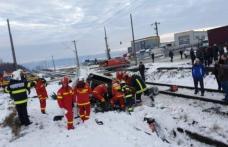 Autoutilitară spulberată de tren la Suceava! O persoană a murit și o alta a fost grav rănită