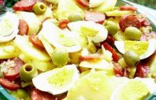 Salată de cartofi cu cârnați
