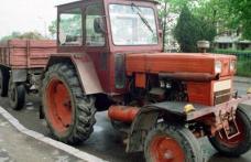 Prins beat și fără permis la volanul unui tractor