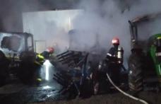 Mai multe utilaje dintr-o gospodărie din Lozna cuprinse de flăcări! Pompierii dorohoieni au intervenit pentru stingere - FOTO