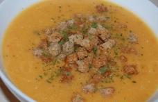 Supă-cremă de linte roșie