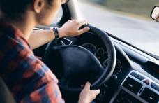 Inconștiență: Un tânăr și-a dat mașina pe mâna unui prieten care nu are permis și era în stare de ebrietate