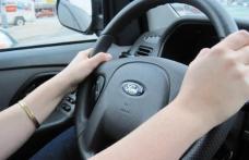 Două tinere de 19 şi 28 de ani, prinse fără permis la volan