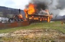Gospodărie din comuna Pomârla cuprinsă de flăcări! Pompierii dorohoieni au intervenit pentru stingere - VIDEO