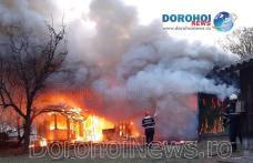 Casă din Hudești cuprinsă de flăcări! Proprietarul preluat de ambulanță, cu arsuri - FOTO