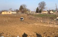 Accident pe drumul Botoșani-Suceava. Microbuz care venea din Italia într-un convoi escortat de polițiștii a ajuns pe câmp
