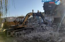 Primăria Dorohoi a început demolarea unor clădiri vechi din centrul orașului - FOTO