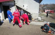 Bărbat de 60 de ani transferat la Iași după ce și-a prins piciorul într-o motosapă – FOTO
