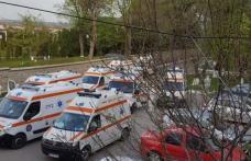 Imagini cât o mie de cuvinte! Ambulanțe pline cu pacienți la Secția de Infecțioase Botoșani - FOTO