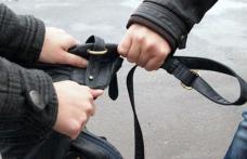 Tânăr reținut după ce a tâlhărit o femeie pe o stradă din Botoșani