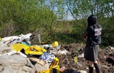 Deșeuri aruncate pe malul unei ape de lângă Dorohoi - FOTO