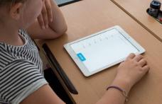 Elevii vor avea tablete și internet timp de doi ani