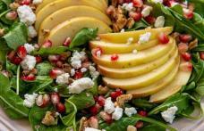 Salată cu avocado, pere și semințe de rodie