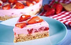 Prăjitură fără coacere cu căpșuni
